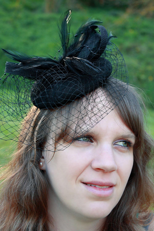 serre t te chapeau bibi mariage filet plumes noir neuf ebay. Black Bedroom Furniture Sets. Home Design Ideas