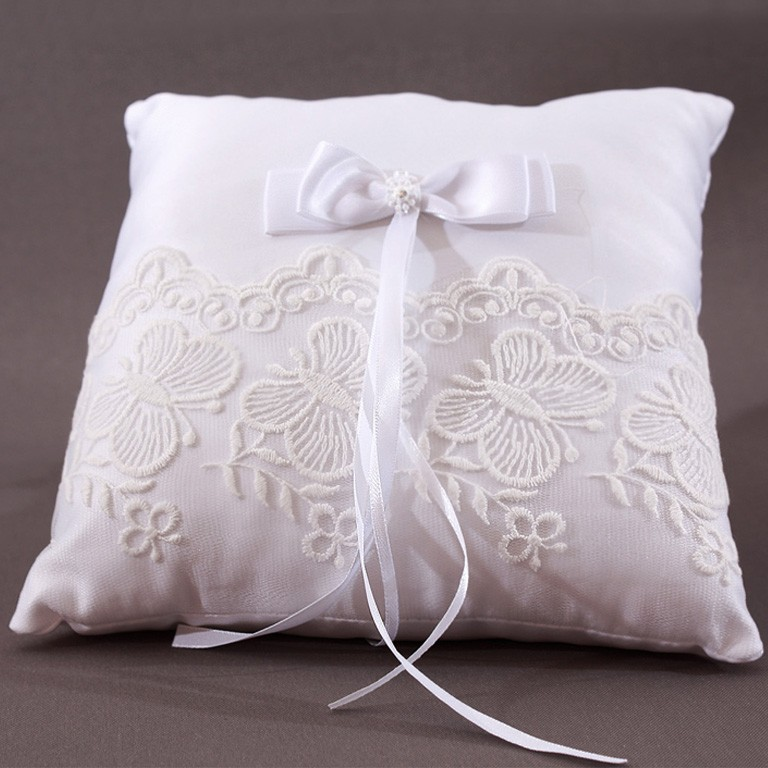 coussin mariage porte alliances blanc noeud broderie papillon. Black Bedroom Furniture Sets. Home Design Ideas