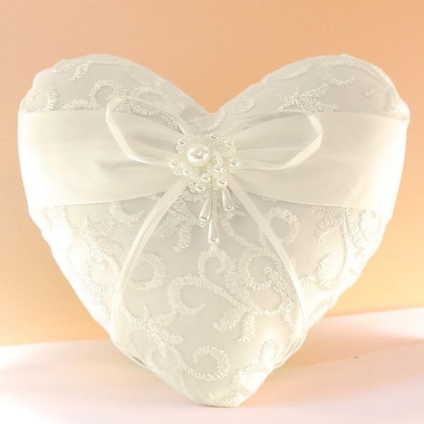 Coussin mariage porte alliances coeur broderie perle - Porte alliance mariage ...